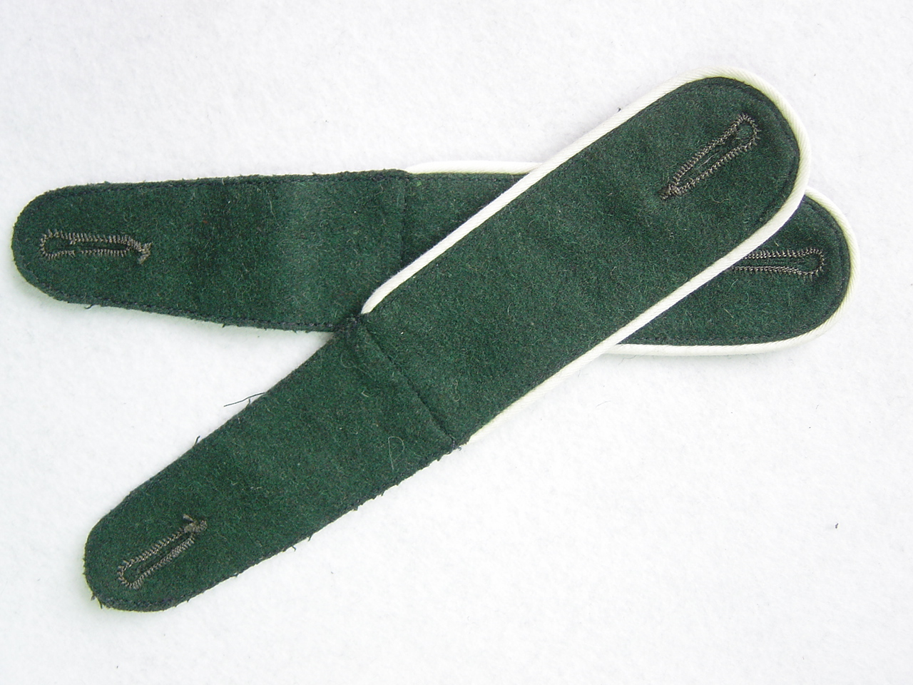 WWII German Shoulder Board Darkgreen Board With White Pipe