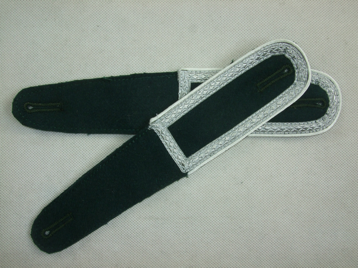 WWII German Shoulder Board Darkgreen + White Pipe NCO Sergeant