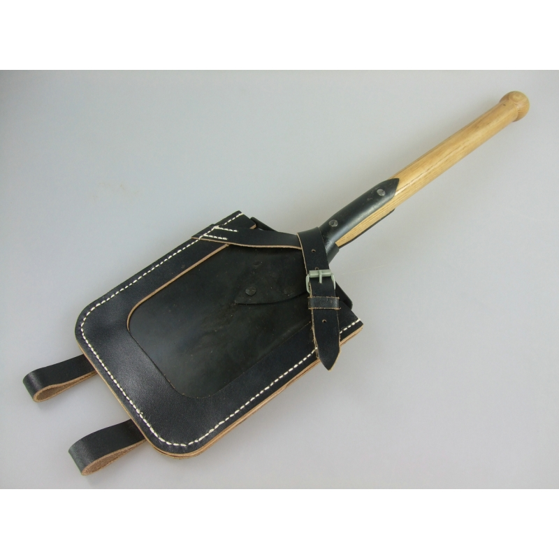 WW2 German Flat Shovel & Leather Cover Carrier